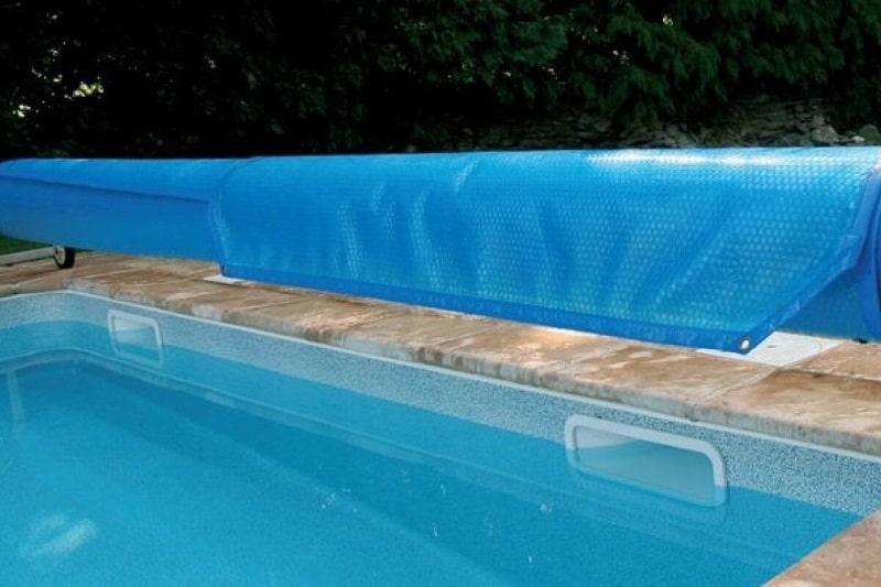 Bâche à bulles pour piscine comment faire son choix