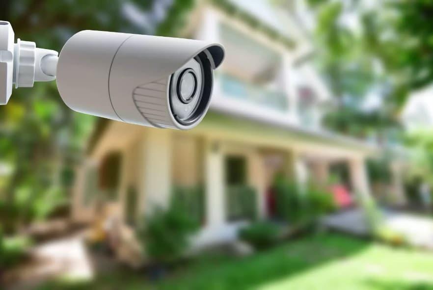 Camera de surveillance à l'extérieur d'une maison