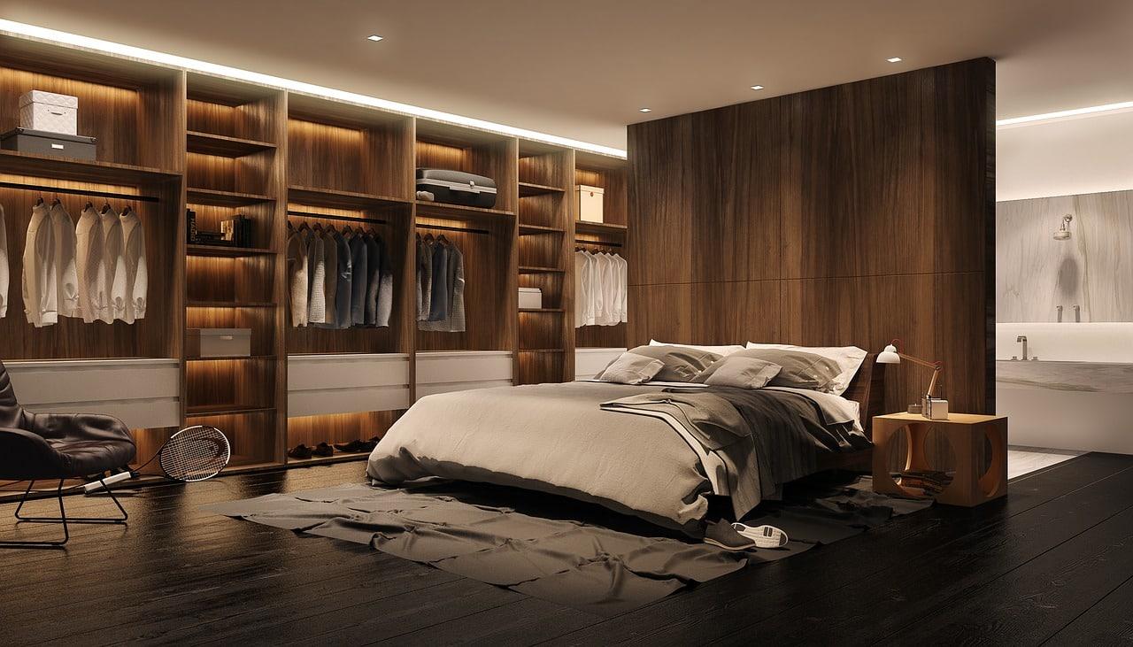 Une chambre bien équipée