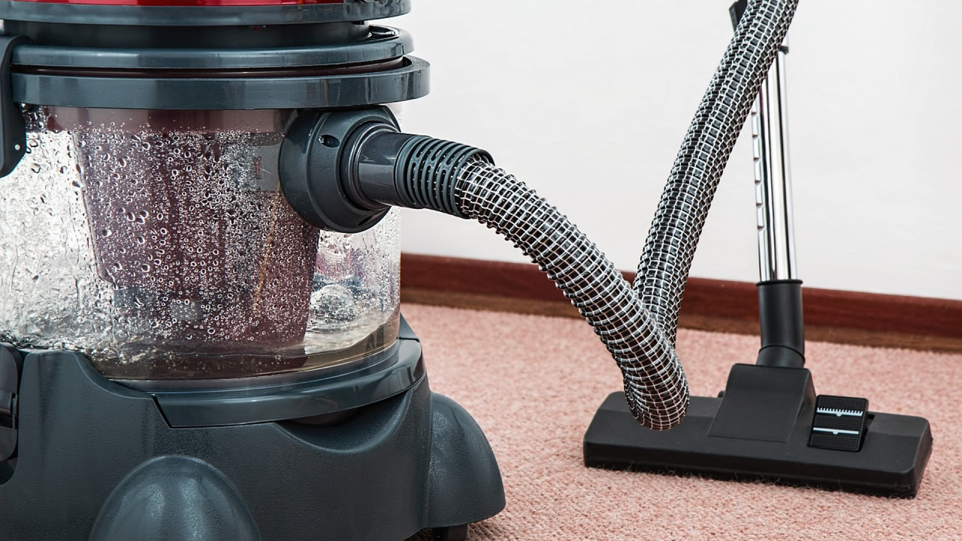 Marre de nettoyer vos sols ? Pensez au robot aspirateur laveur !